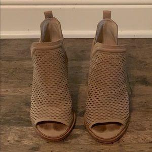 Vince Camuto size 4.5 Kensa block heel
